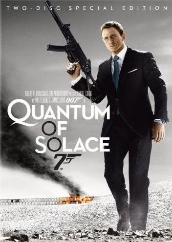 Quantum of Solace (Two-Disc Deluxe Edition with Bonus Book) DVD Image
